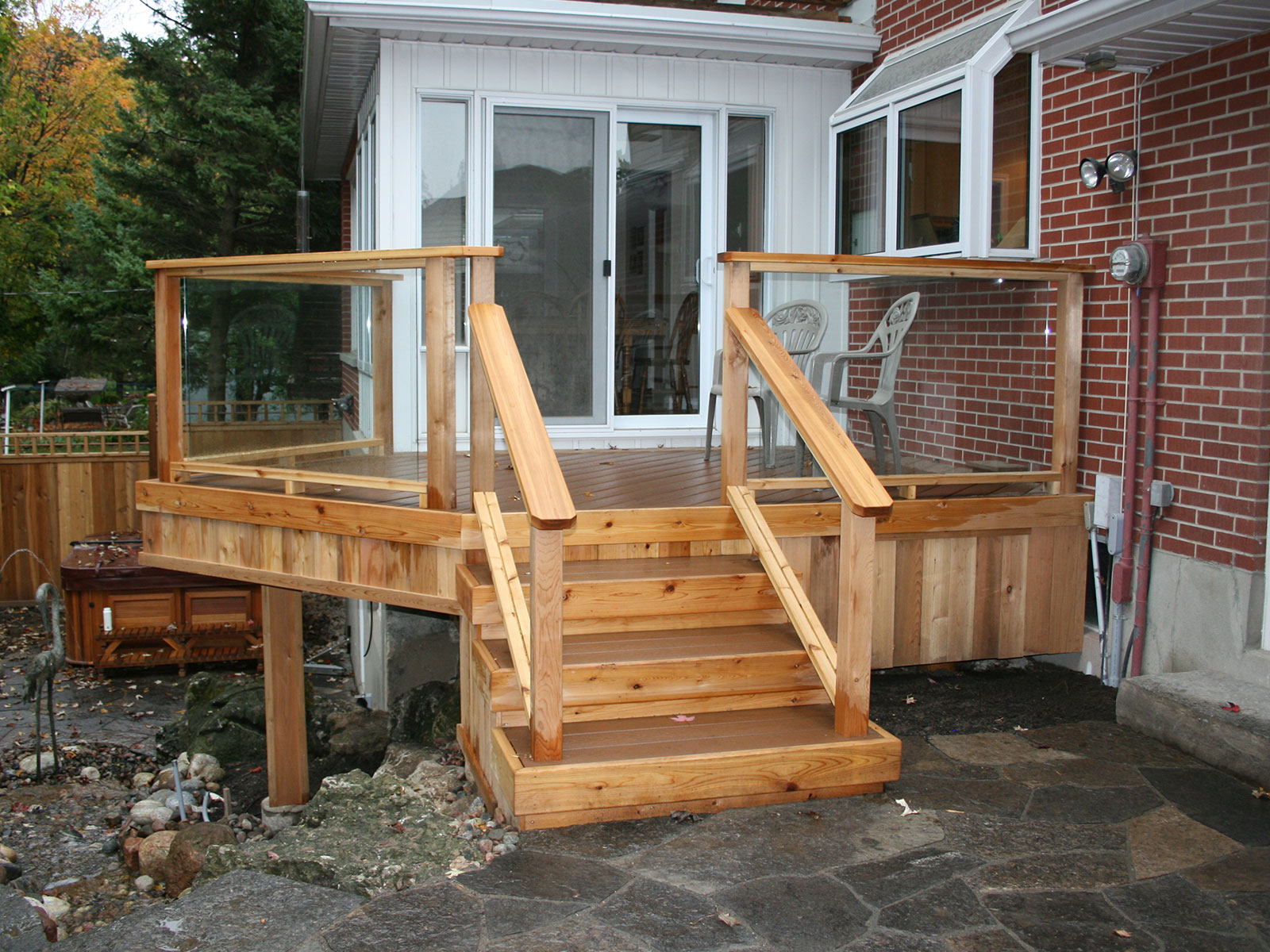 Cedar - Trex - Glass Panel - Deck