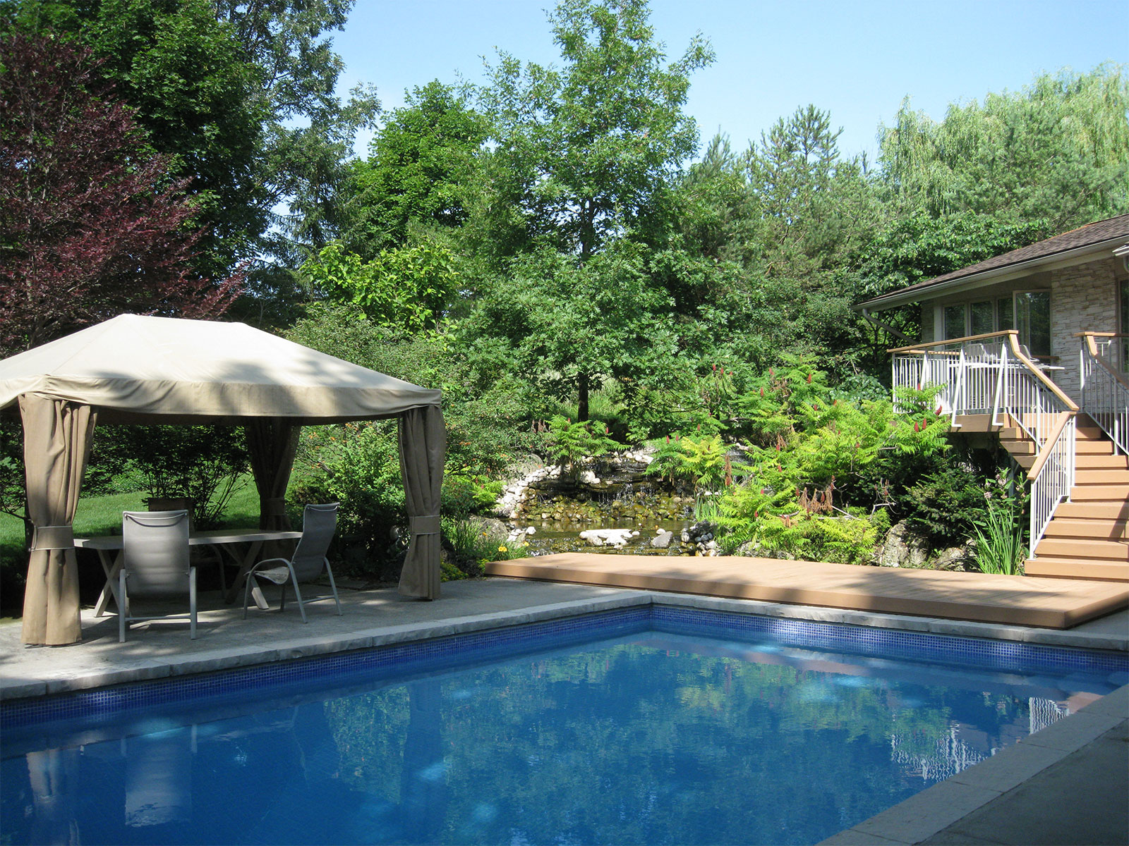 Pool - Deck - Water feature