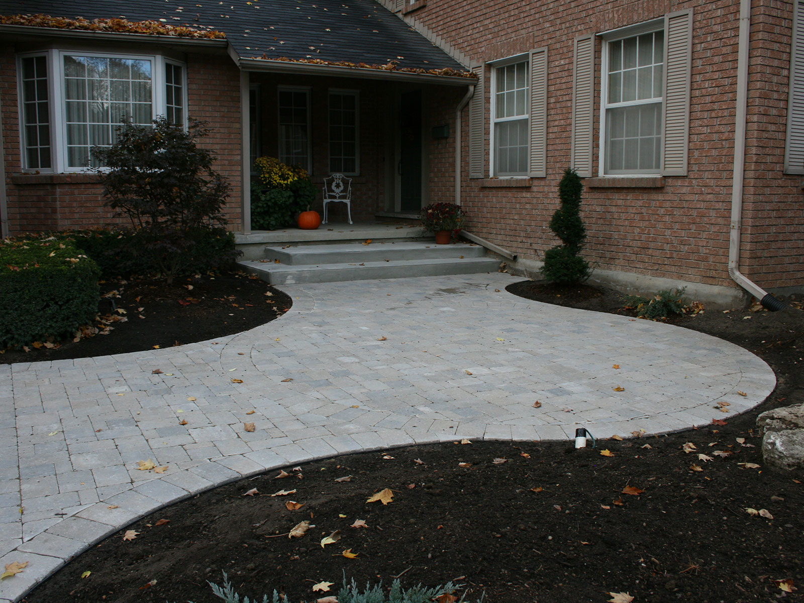 Curved Front Yard Walkway - Concrete Steps