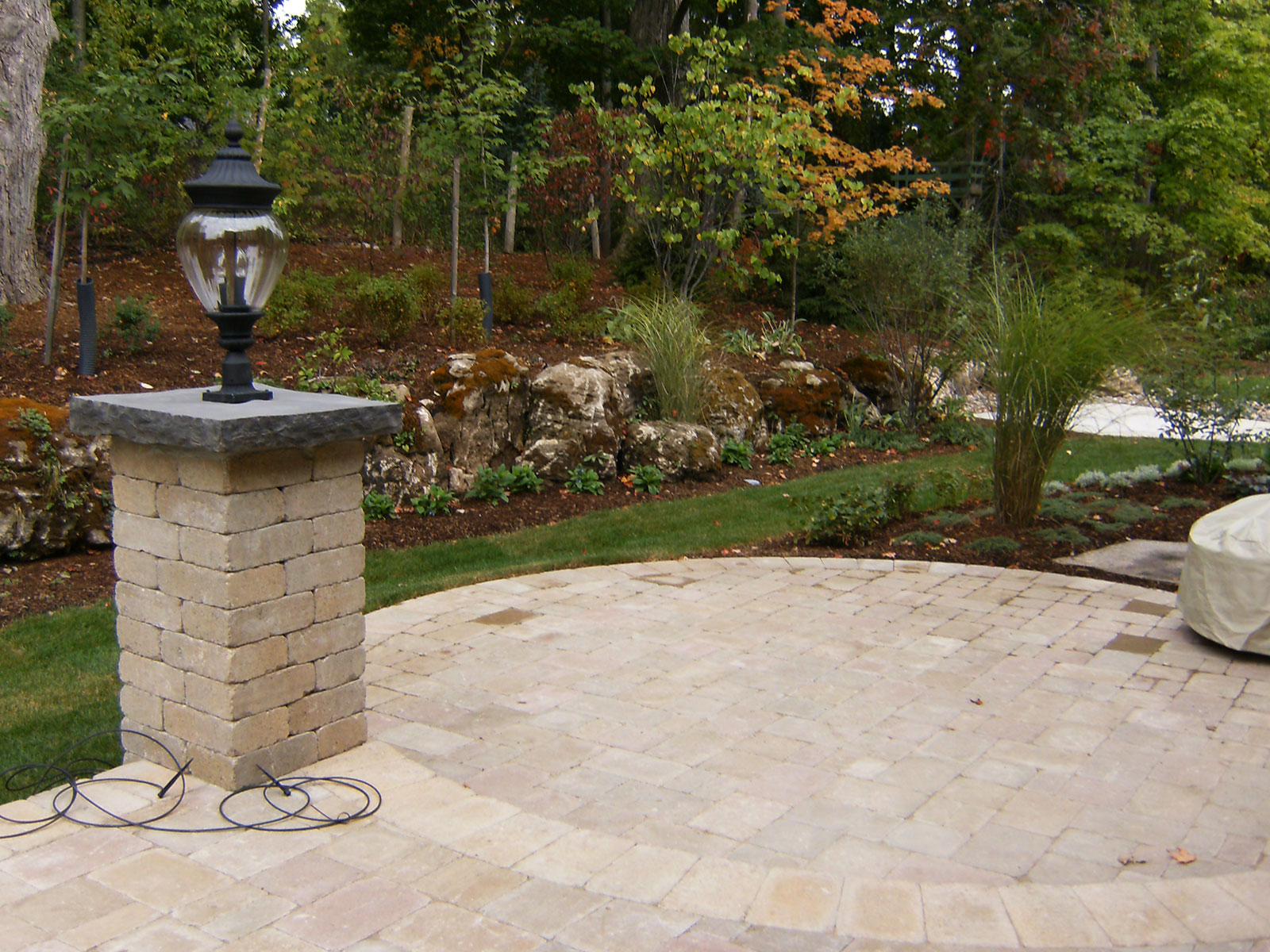 Round Patio - Column with light